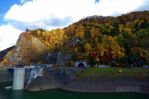 豊平峡トンネルと紅葉