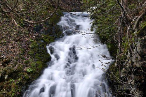 布敷の滝 上部の流れ