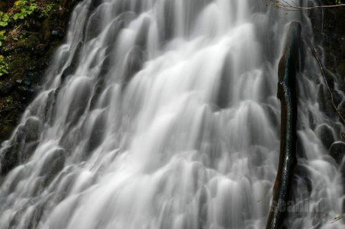 布敷の滝 中段の流れ