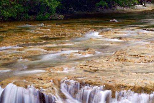 大滝ナイアガラの滝上流の滑床