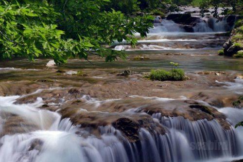 三階滝落ち口と上流の流れ