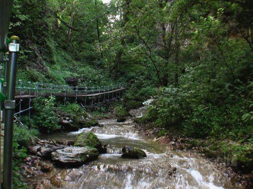 キムンドの滝遊歩道