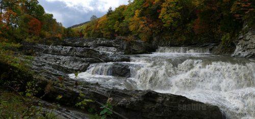 三段滝と柱状節理
