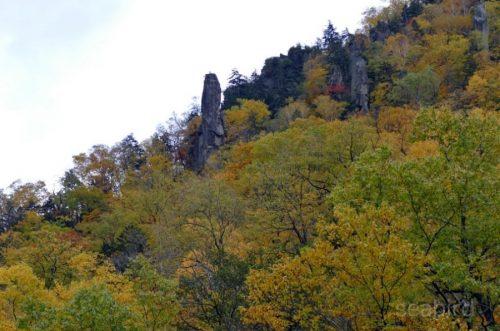 見返り岩と紅葉