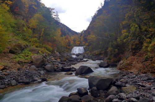 敷島の滝遠景