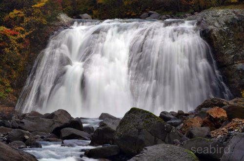敷島の滝をアップで