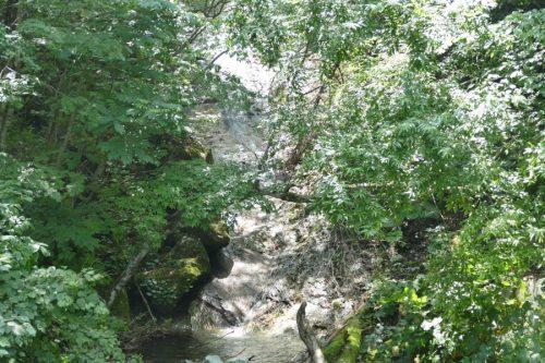 清流の滝をアップで撮影