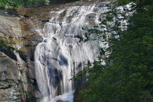 白扇の滝全景スローシャッター