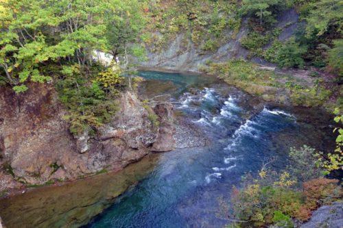 滝の橋から見た忠類川