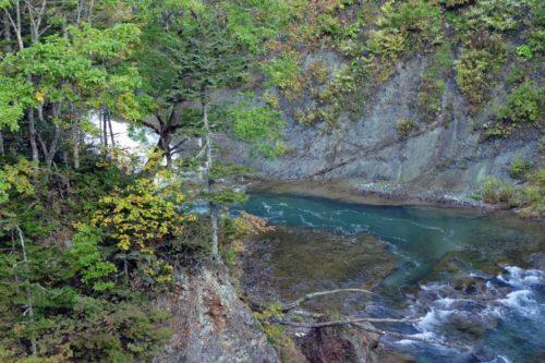 忠類川の白い水しぶき