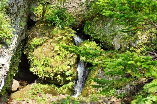 波切不動寺の滝