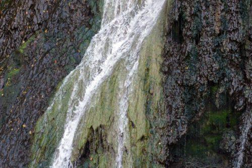 日暮れの滝 アップ